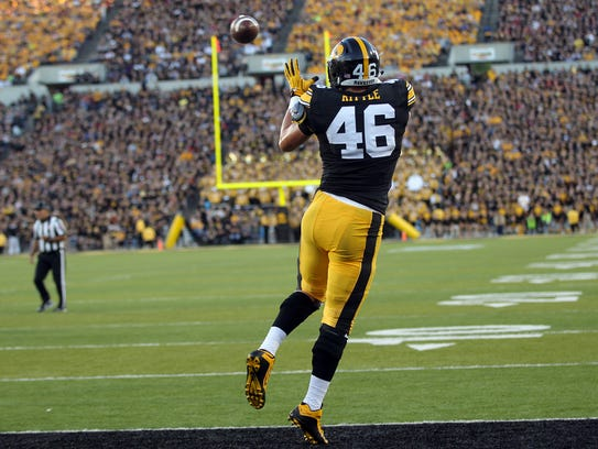 Iowa tight end George Kittle pulls in a 9-yard touchdown