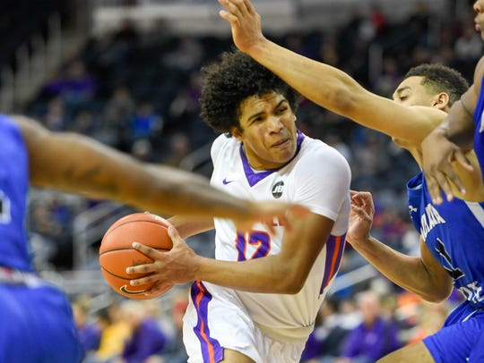 Former Evansville standout Dru Smith announced his transfer to Missouri following the exodus of coach Marty Simmons.