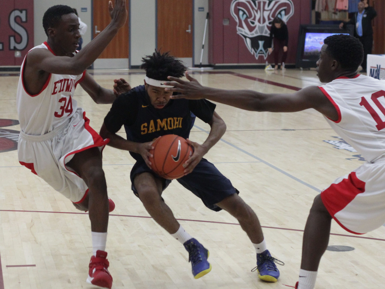 Antonio Holley III, of Santa Monica, splits the defense of Etiwanda players during the MaxPreps Holiday Classic basketball tournament at Rancho Mirage High School.