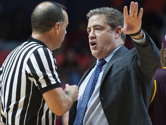 Central Michigan head coach Keno Davis, right, led
