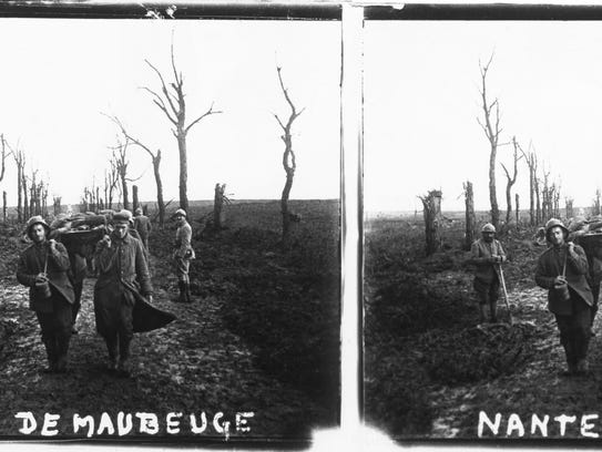 "This stereoscopic image from ""Soldiers' Stories"" shows"