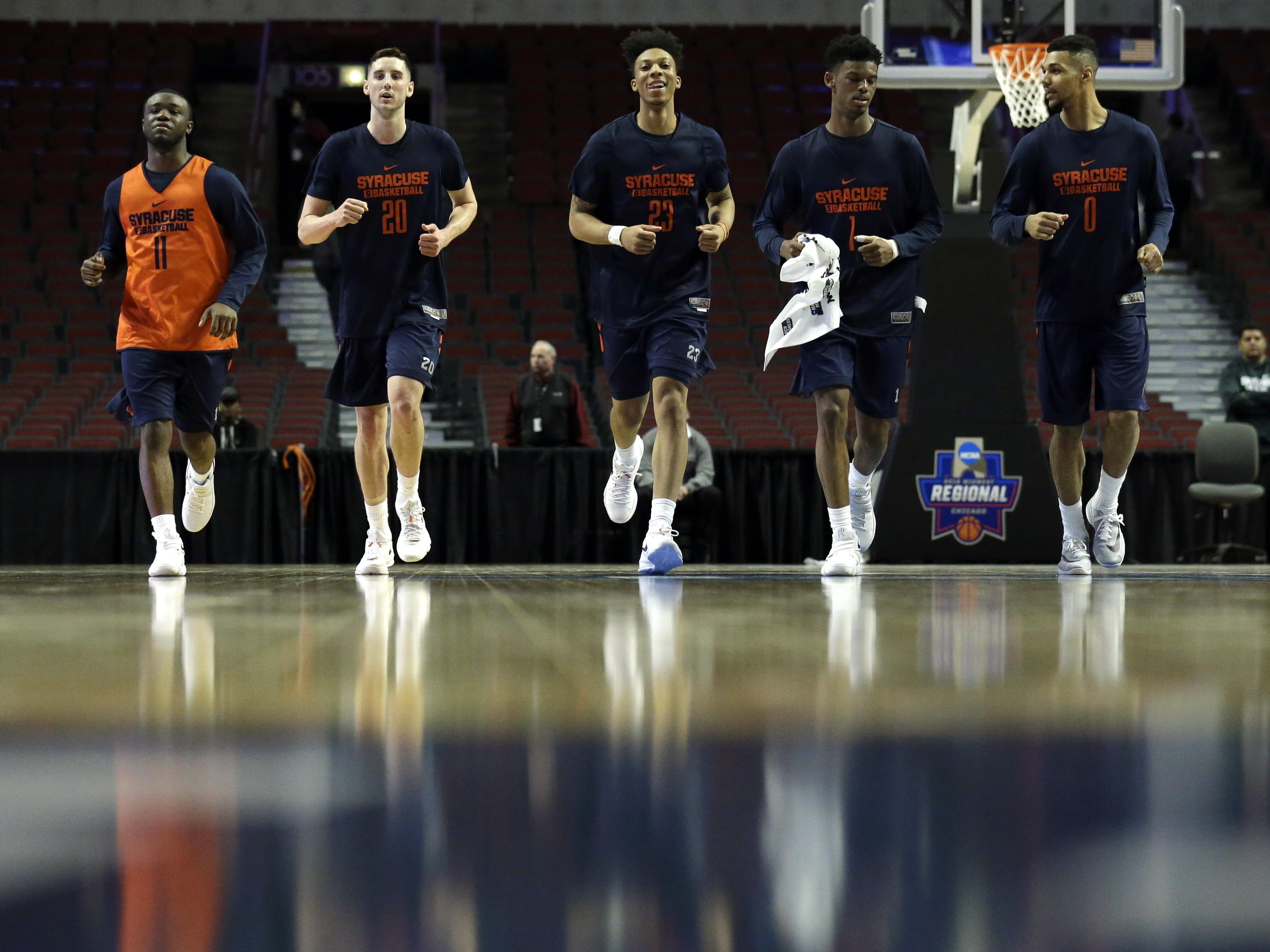 Syracuse's Adrian Autry (11), Tyler Lydon (20), Malachi Richardson (23), Franklin Howard (1), and Michael Gbinije (0) warm up during college basketball practice, Thursday, March 24, 2016, in Chicago. Syracuse plays against Gonzaga in a regional semifinal game in the NCAA Tournament on Friday. (AP Photo/Nam Y. Huh)