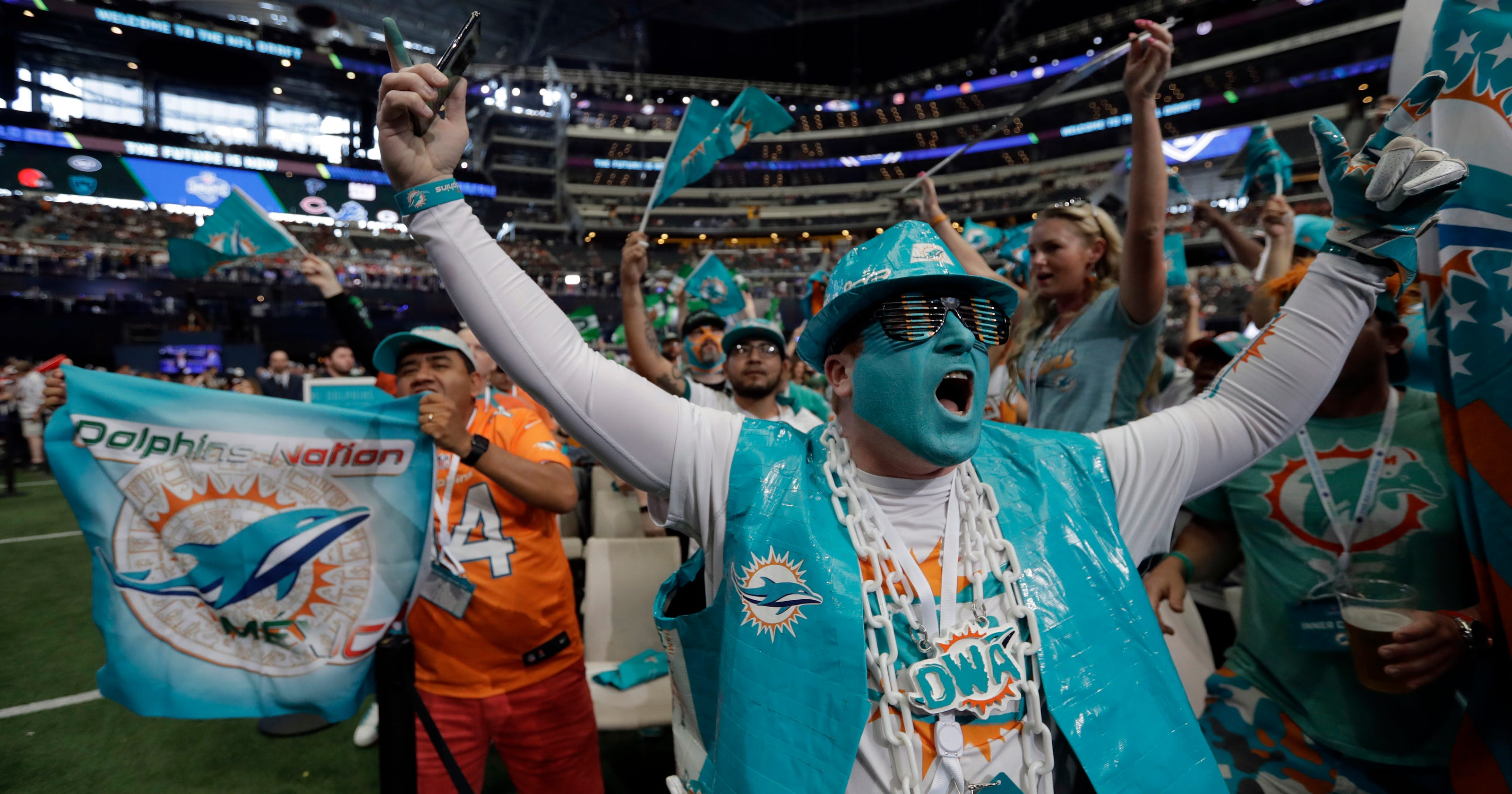 Dolphins dont draft qb leaving tannehills status secure m4hsunfo
