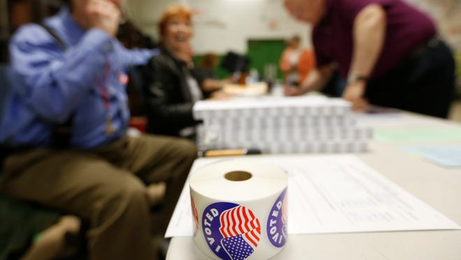 Voters cast their ballots in the presidential primary election on Tuesday, Mar. 15, 2016.
