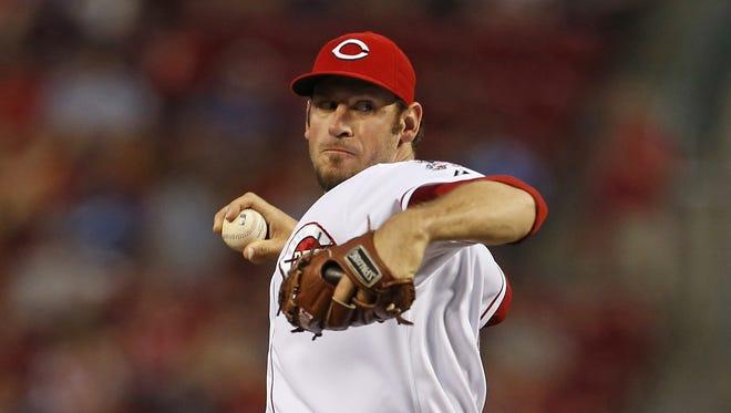 Cincinnati Reds' Logan Ondrusek throws against the Los Angeles Dodgers during the sixth inning.