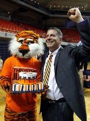 2014-5-29 bruce pearl with aubie