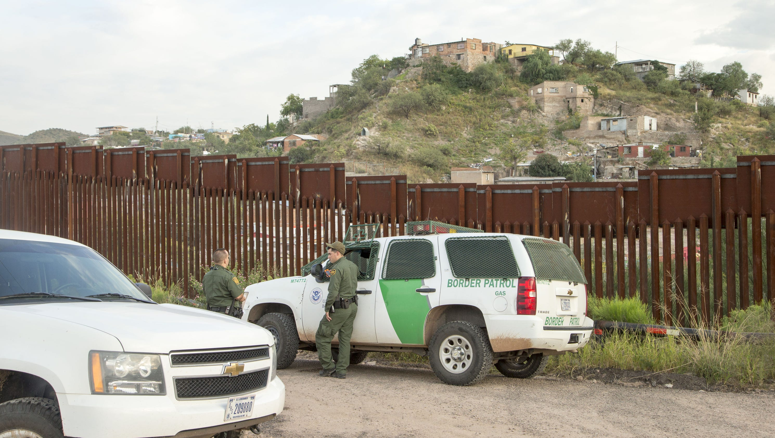 Border wall materials Concrete other