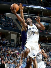 Memphis Grizzlies Tony Allen shoots defended from behind by Charlotte Hornets Nicolas Batum.