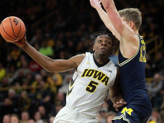 636505200863537191-180102-01-Iowa-vs-Michigan-mens-basketball-ds.jpg