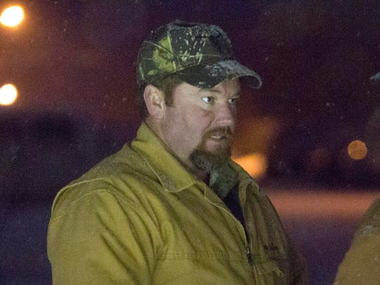 """Harney County Sheriff Dave Ward talks with a member of the group that calls themselves """"3% of Idaho"""" at the at the Malheur National Wildlife Refuge, Saturday, Jan. 9, 2016, near Burns."""