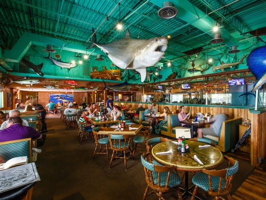 Capt'n Fishbone's Grill at the Shell Factory