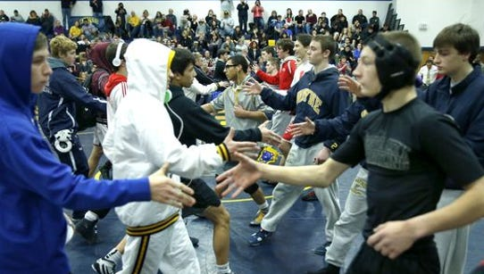 Finalists shook hands at the 2015 Teike-Bernabi Wrestling