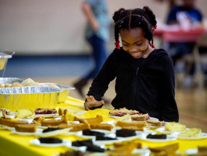 Mariah Gilbert, 6, chooses her piece of pie during