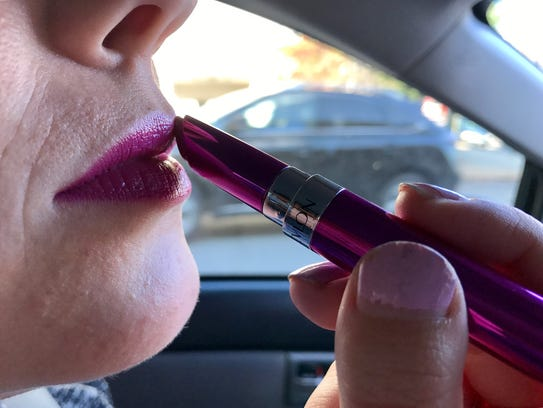 While it is not illegal to apply makeup while driving,