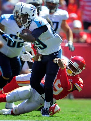 Titans running back Leon Washington speeds past Chiefs strong safety Eric Berry during the second quarter.