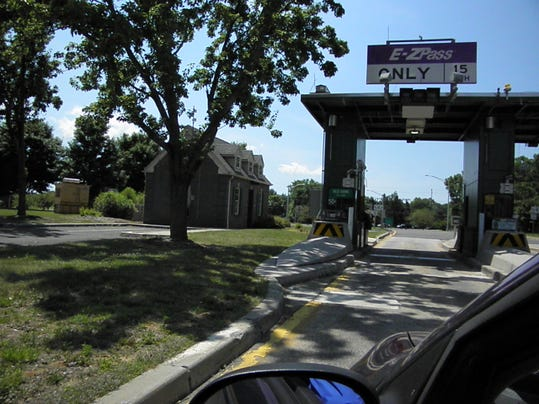 Parkway toll booth 125.JPG