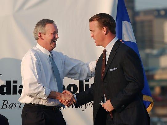 Peyton Manning greets Indianapolis Mayor Bart Peterson