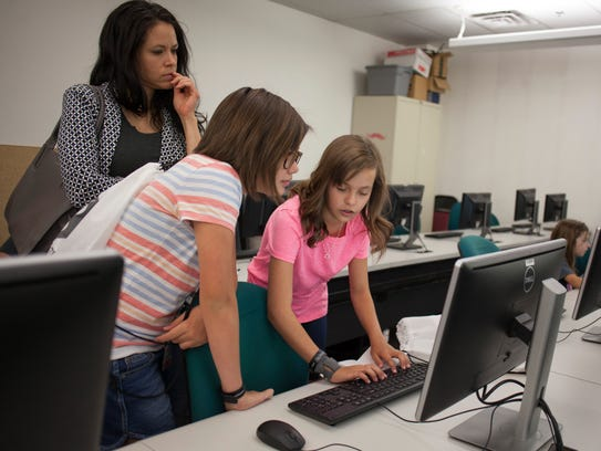 Girls aged 8 to 18 learn to use technology and computer