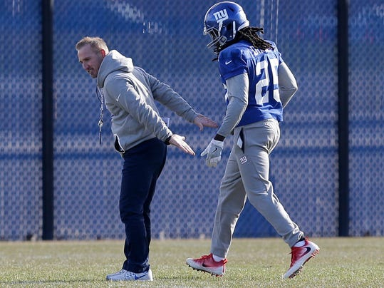 New York Giants interim head coach Steve Spagnuolo, left, works with Brandon Dixon during an NFL football practice in East Rutherford, N.J., Wednesday, Dec. 6, 2017. (AP Photo/Seth Wenig)