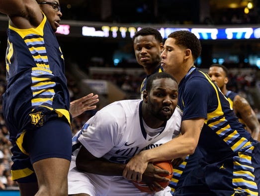 Villanova Wildcats forward JayVaughn Pinkston (22) fights for the ball with Marquette Golden Eagles forward Juan Anderson (10) during the second half at the Wells Fargo Center. Villanova defeated Marquette, 73-56.