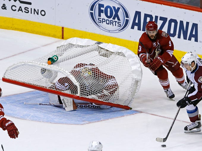Arizona Coyotes  goalie Mike Smith (41) gets trapped