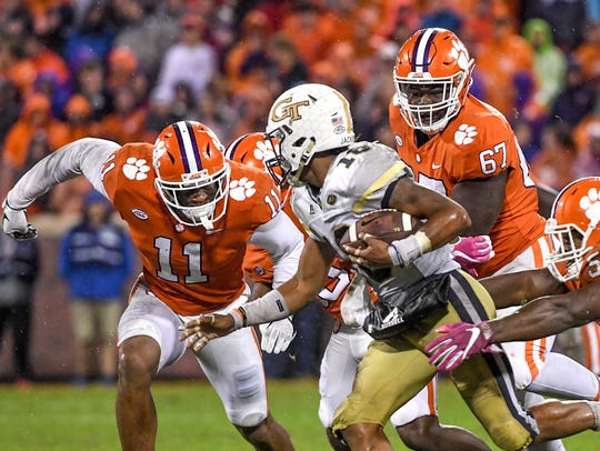 Clemson safety Isaiah Simmons (11), left, defensive