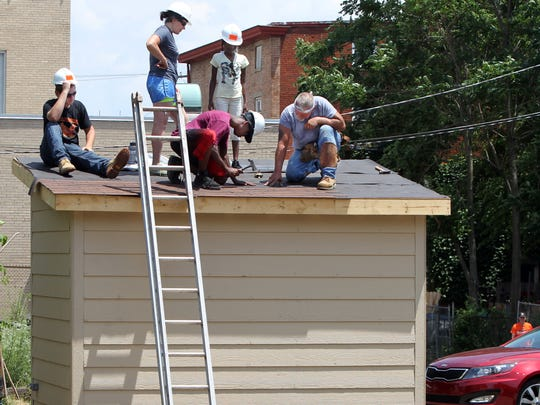 Rodney Toole of Roofers Local 42, teaches  Lower Price