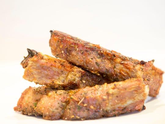Dry rub spareribs, pork spare ribs and house rub from