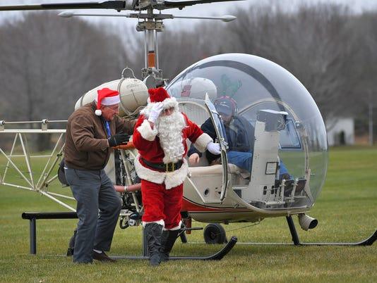636165322667629005-OSH-EAA-Christmas-in-the-Air-12042016-JK-0002.jpg