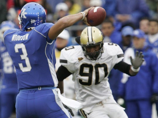 -  -Text: Vanderbilt's Broderick Stewart (90) runs toward Kentucky's Andre' Woodson (3) in the first quarter at Commonwealth Stadium in Lexington, Ky., Saturday, November 11, 2006. (Mandy Lunn/ The Tennessean)