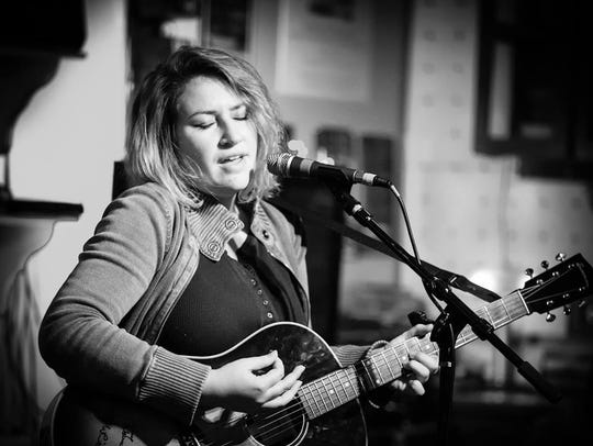 Kirsten Maxwell will headline a songwriters' night