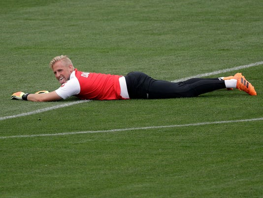Russia_Soccer_WCup_Denmark_81898.jpg