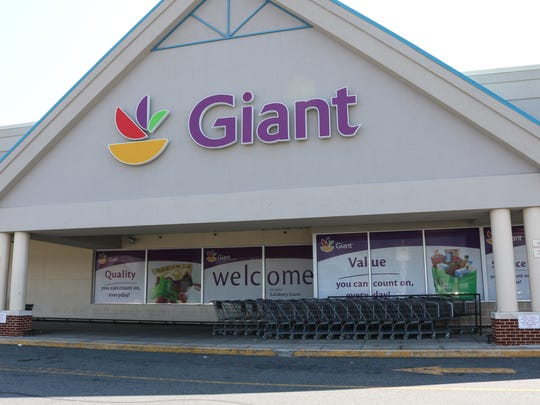 An exterior view of the Giant Grocery store on South