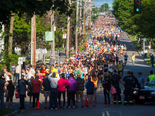 Runners turn the corner from Pearl Street onto South