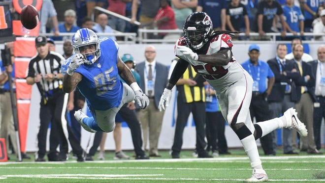 Lions tight end Eric Ebron is unable to catch a pass in the fourth quarter as Falcons linebacker De'Vondre Campbell defends at Ford Field on Sept. 24, 2017.