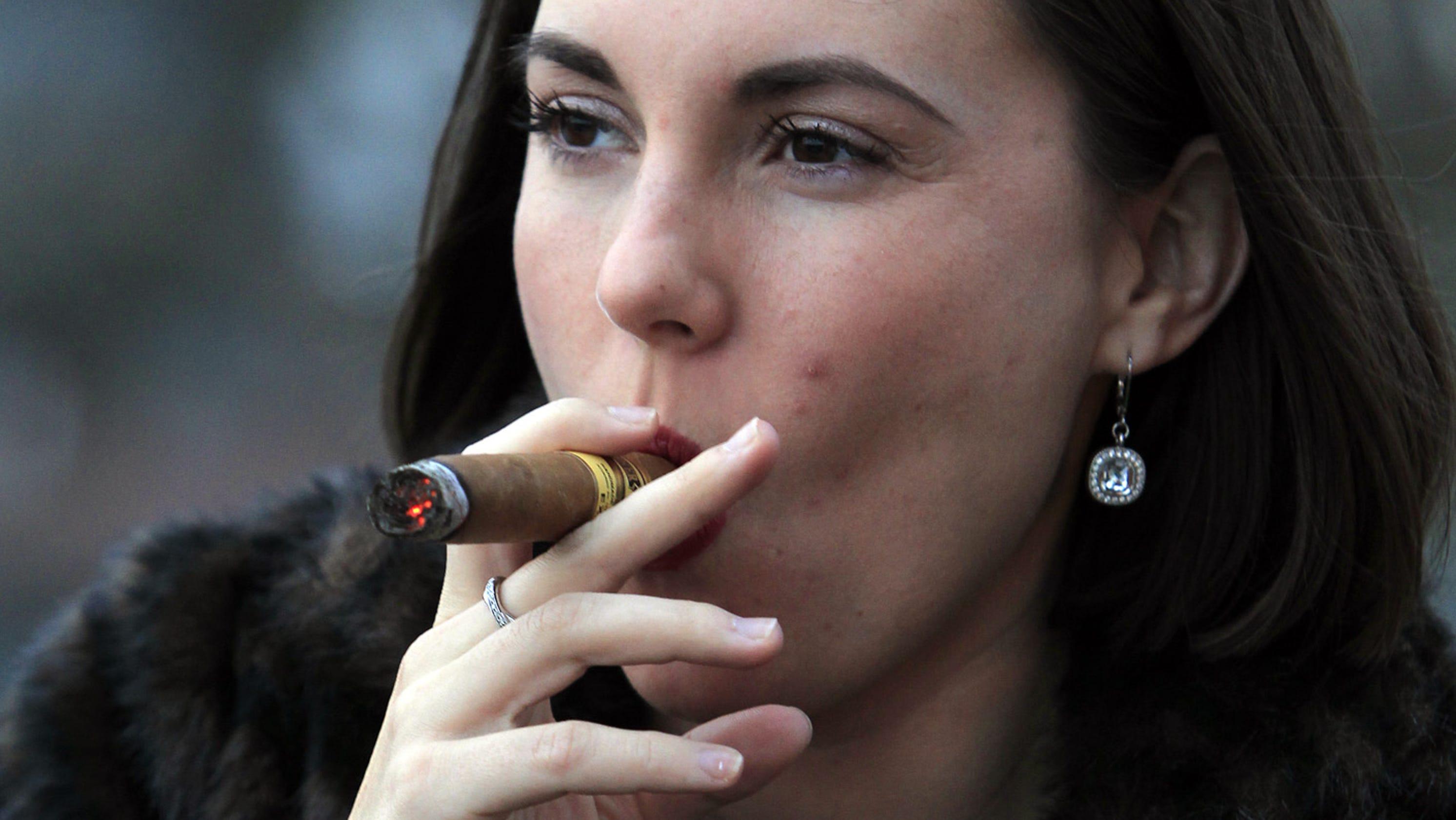 famous-women-cigar-smokers