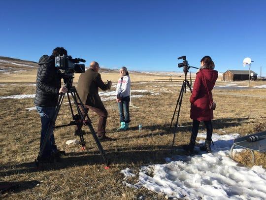 NBC reporter Harry Smith interviews Bynum seventh-grader