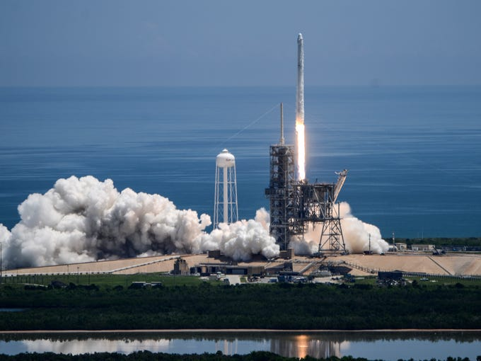 SpaceX launches cargo to the space station