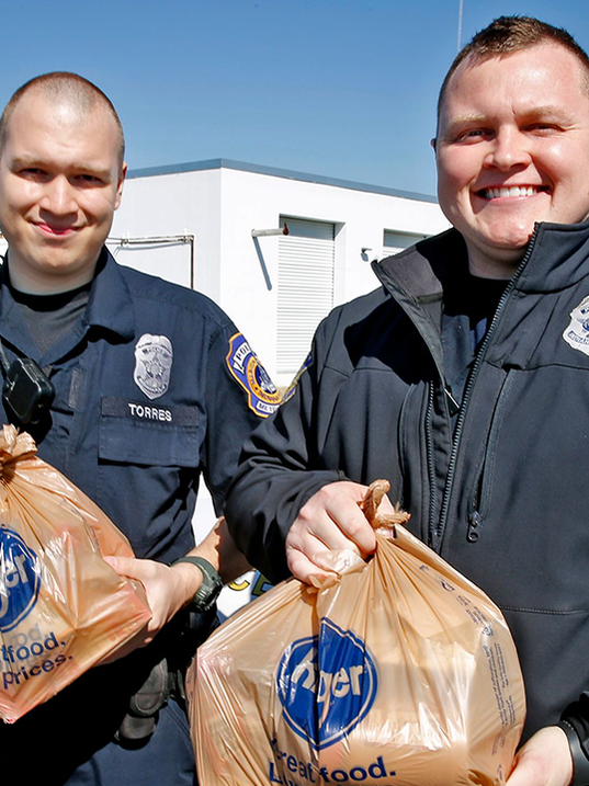 Indy police armed with food fight crime, build trust