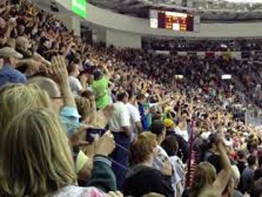 635828662966391499-Resch-Crowd