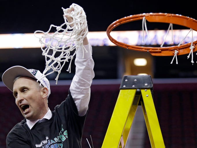 Buffalo head coach Bobby Hurley holds up the net after