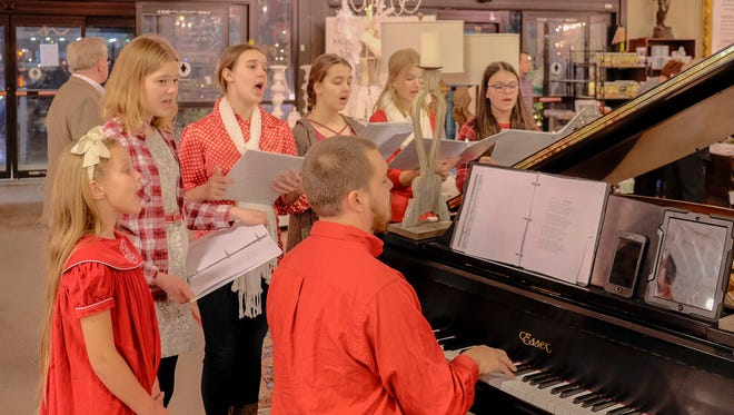 Representing Stage Door Productions, pianist Brandon Kelly as well as vocalists serenaded guests as they entered the gala benefit.
