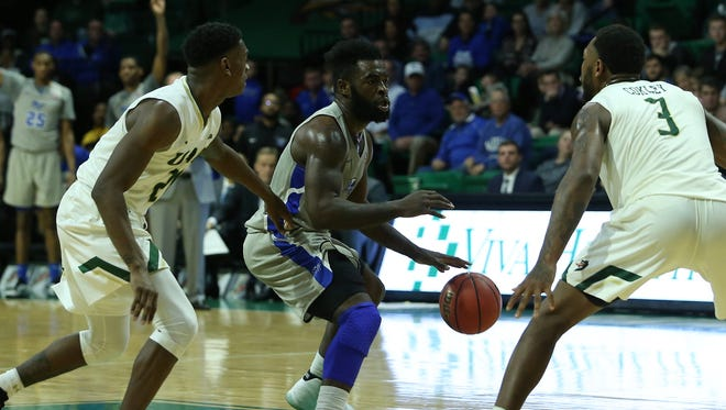 MTSU guard Giddy Potts drives against UAB at Bartow Arena in Birmingham, Ala., on Dec. 30, 2017.