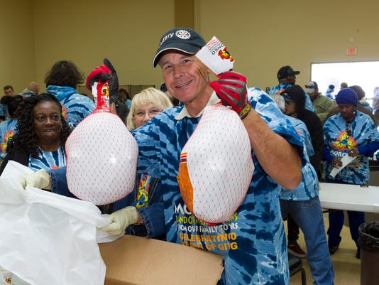 635833734830551918-Morongo-Thanksgiving-Outreach-2