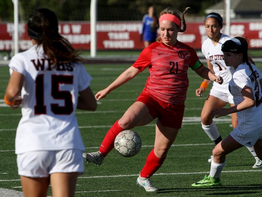 Grapevine's Sophia Smith takes possession of the ball