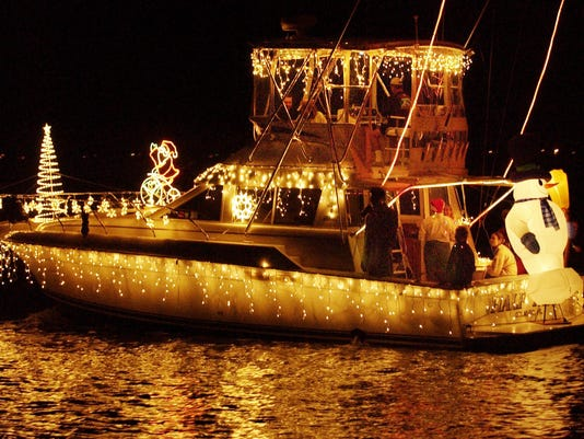 Boat, street parades twinkle, liven mood