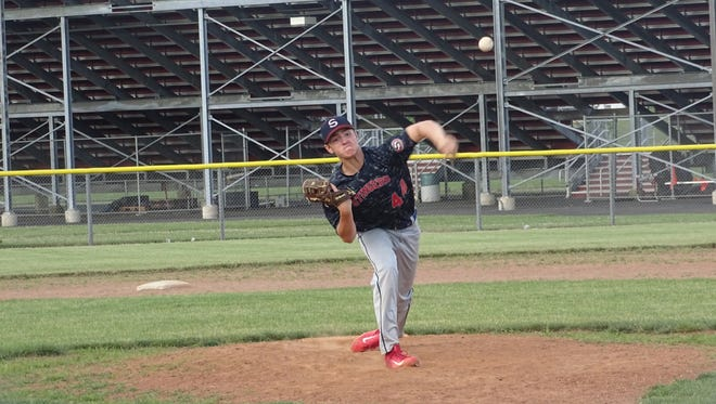 Hunter Mahl pitches for the Ohio Stingers this past Thursday during a game against the NCS Raiders.