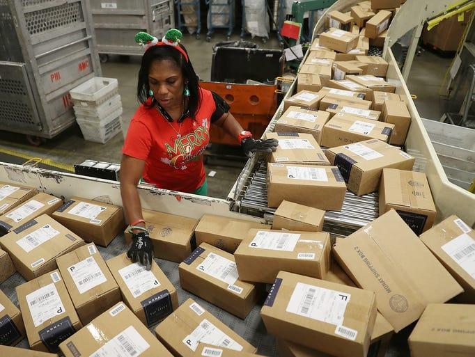 U.S. Postal service mail handler Barbara Lynn sorts