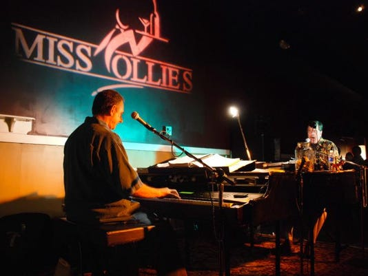 Dueling Pianos 4
