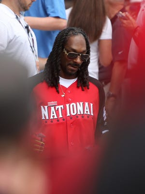 Snoop Dogg had a lot of fans at the softball game, not the least of which was former Reds first baseman Sean Casey.